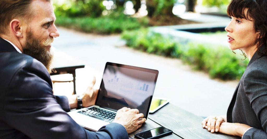 چگونه یک مصاحبه موثر را برای کشف ذهنیات و نیازهای واقعی مشتریان انجام دهید؟